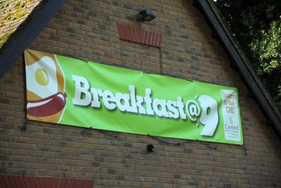 Breakfast@9